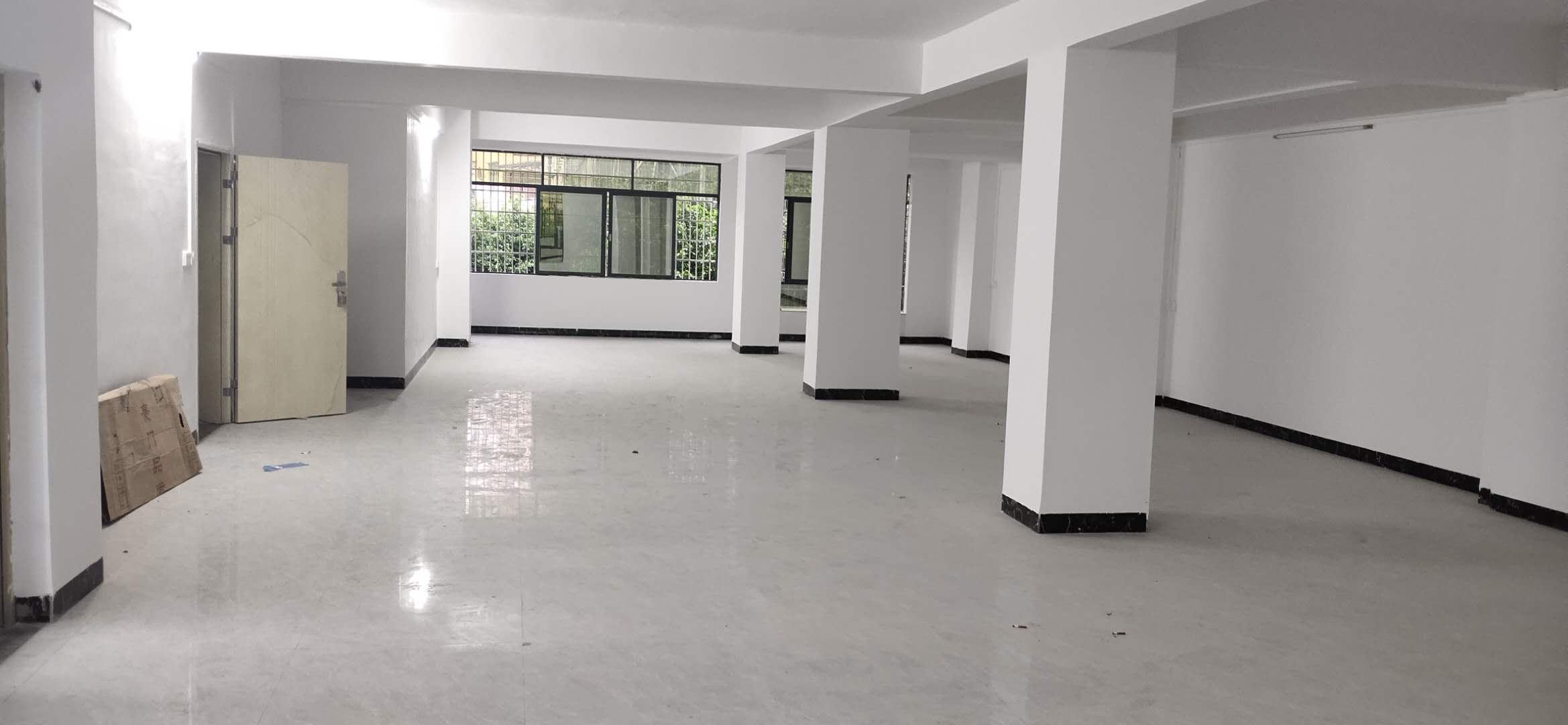 二楼通桩办公室出租(200平方)